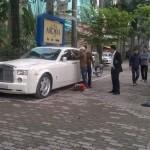 Phantom ở Hà Nội phải nhờ thợ mở khóa đường phố
