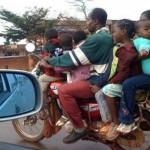 Những siêu xe mô tô vô địch chở nhiều người trên phố