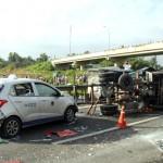 Đang dừng xe giúp người bị tai nạn, cô gái bị xe đâm chết