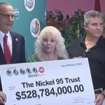 Một đôi vợ chồng trúng giải độc đắc 328 triệu USD