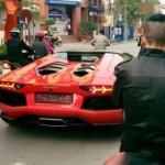 Ngắm siêu xe Lamborghini Aventador mui trần dạo phố cuối năm