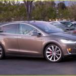 Ngôi sao 17 tuổi tự mua siêu xe Tesla Model X