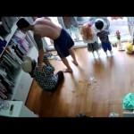 Người phụ nữ ăn trộm điện thoại bị bắt quả tang đái cả ra quần