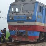 Tàu hỏa đâm ô tô làm 4 người bị thương nặng