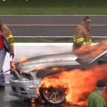 Video xe Ford Mustang bị cháy tan nát trong vài phút