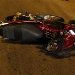Người đi xe máy bị ô tô đâm tốc độ 100km / h vẫn sống sót