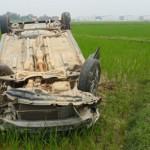 Ô tô đâm người đi xe máy tử vong rồi lao xuống ruộng