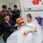Chàng trai cầu hôn bạn gái bị ung thư khiến nhiều người khóc