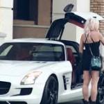 Sự khác biệt giữa chàng vô gia cư và đại gia lái siêu xe Mercedes