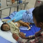 Thương xót em bé 9 tháng tuổi bị bắn 6 viên đạn vào người