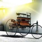 """Mercedes cho rằng BMW """"chém gió"""" sinh nhật mừng 100 năm ?"""