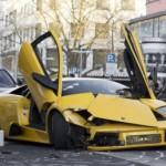 Đại gia đua siêu xe Lamborghini trên phố đông tai nạn nát đầu