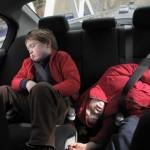 Những điều bạn cần chú ý để trẻ an toàn khi đi xe ô tô