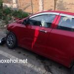 Xe Hyundai i10 mới mua bị Hilux đâm toác đầu