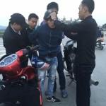 Biker chống trả 2 thanh niên cướp xe máy phân khối lớn