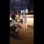 Video người đi xe đạp và xe máy đánh nhau sau vụ tai nạn