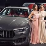 Dàn mỹ nữ bên xe sang tại New York Auto Show 2016