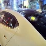 Cửa kính xe ô tô bị bóng Tennis xuyên thủng ?