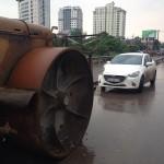 Xe Mazda2 bị hư hỏng vì đâm đầu vào xe Lu