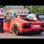 Siêu xe Lamborghini Aventador xấu hổ vì không đi được giữa đường