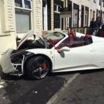 Chú rể tự lái siêu xe Ferrari 458 tai nạn tan nát