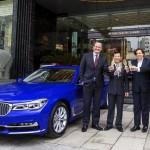 Xe sang BMW Series 7 mới giá 4,3 tỷ đồng đón khách ở khách sạn