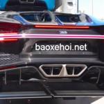 Xem tận mắt siêu xe Bugatti Chiron nẹt pô trên phố