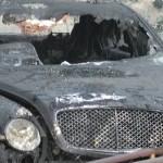 Xe bị tai nạn đổ cháy lớn, người đàn ông vẫn lao vào cứu người
