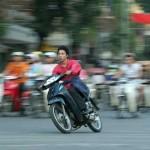 Đoàn đua xe mô tô đường phố bỏ chạy khi cảnh sát bao vây