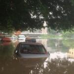 Ảnh dàn xe ngập trong nước lụt ở Hà Nội