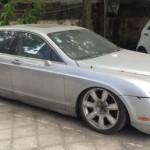 Xe siêu sang Bentley Flying spur bị vứt bỏ ở Hà Nội