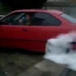 Thanh niên thích thể hiện đốt lốp làm cháy xe ô tô