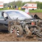 Xe sang Tesla Model S tai nạn kinh hoàng 5 người trên xe thoát chết