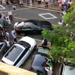 Dùng xe sang Range rover Evoque đâm nát xe Jaguar chắn đường