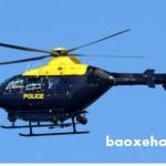 Máy bay trực thăng và nhiều cảnh sát vây bắt tội phạm chạy trốn