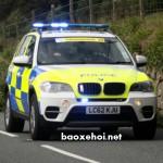 Xe cảnh sát đuổi không kịp người đàn ông lái xe tự chế