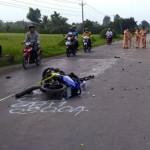 Xe máy đèo 3 tông vào xe tải 3 người chết tại chỗ