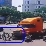 2 xe Container đâm nhau trên đường 1 xe nổ và cháy rụi