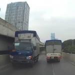 Sốc ô tô đi lùi cả cây số trên đường cao tốc