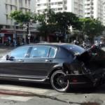 Xe siêu sang Bentley bị húc nát đuôi ở Sài Gòn