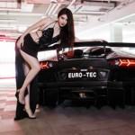 Chân dài cực xinh bên siêu xe Lamborghini Aventador LP700-4