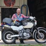 Cụ ông 90 tuổi cưỡi mô tô Suzuki DR650 đi khắp nước Mỹ