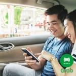 Xe Taxi GrabCar ở Hà Nội có thêm tem thứ 3 trên kính lái