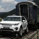 Choáng xe SUV Land Rover Discovery Sport kéo tàu nặng 100 tấn