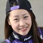 Nữ học sinh cấp 3 thích lái siêu xe đua F1