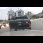 Thanh niên đi sai lại còn hùng hổ bị tài xế ô tô đánh