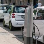 """Ô tô điện làm ăn """"lỗ đậm"""" ở Hàn Quốc"""
