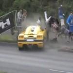 Xe đua phóng nhanh drift đâm hàng chục người xem