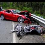 Anh chàng thoát chết dù bị ô tô đâm tốc độ rất cao