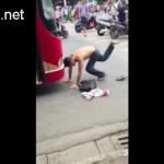 Thanh niên tự lao đầu vào xe Buýt để ăn vạ ở Hà Nội